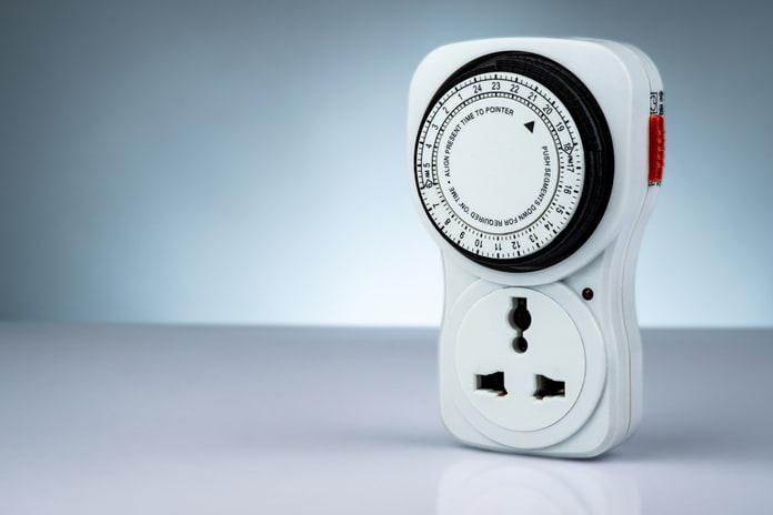 Cómo ahorrar energía usando temporizadores y enchufes inteligentes